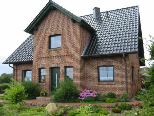 Дом с фасадом из лицевого кирпича